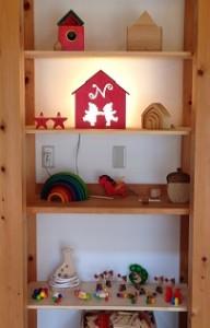 戸棚のおもちゃ